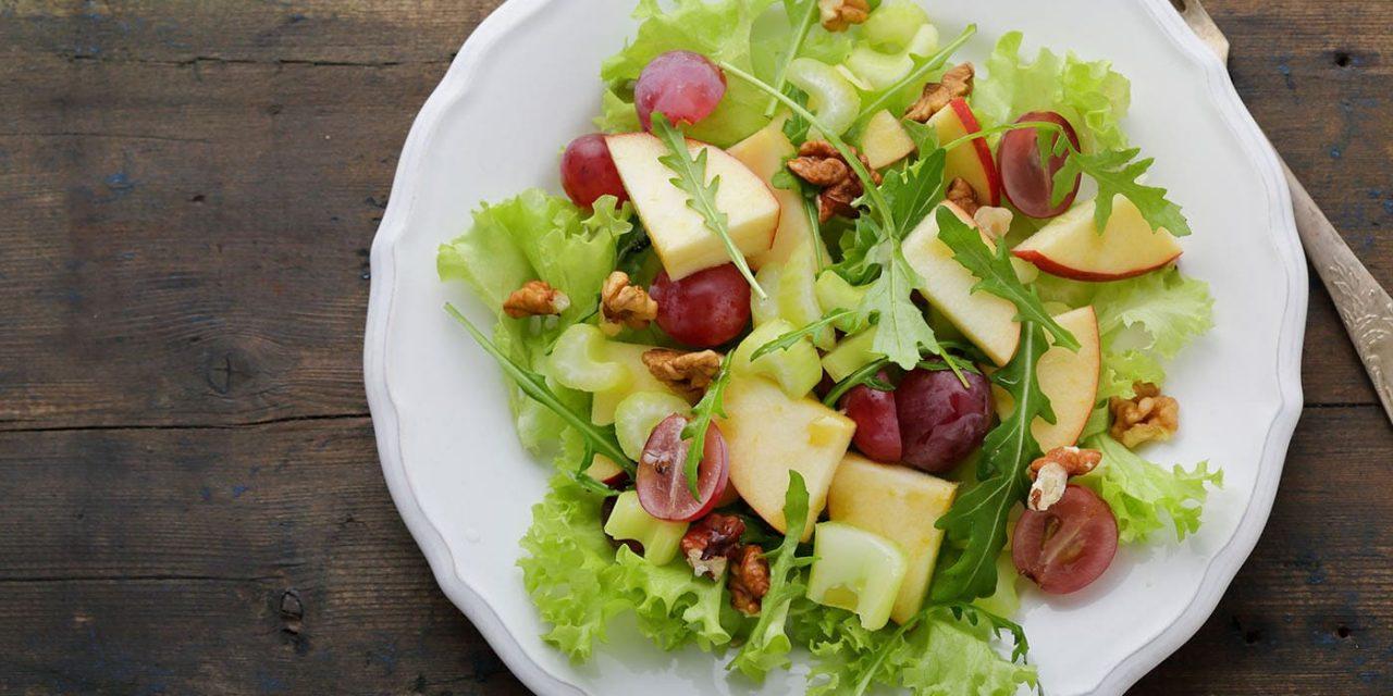 Waldorf-saláta rosé szőlővel